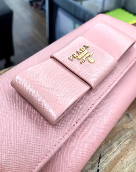 プラダ ピンク 財布 補色